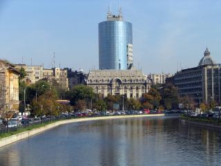 обои для рабочего стола: Река Дымбовица в центре Бухареста