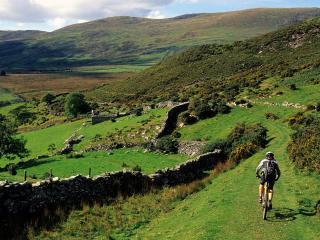 обои Mountain Biking Near Barmouth, Wales фото