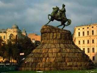 обои Statue of Bogdan Kmealnitshsky,   Kiev,   Ukraine фото