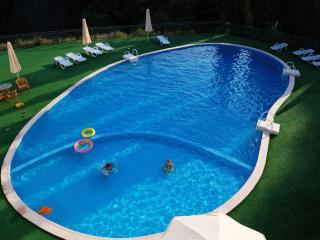 обои Летний бассейн - так и хочется прыгнуть фото