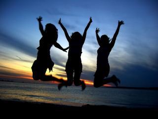 обои Девушки в прыжке фото