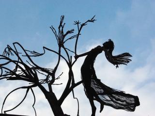 обои Абстрактная железная скульптура фото