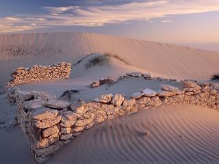 обои Разрушенное здание в пустыне фото