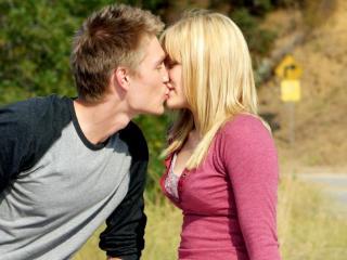 обои Первый поцелуй фото