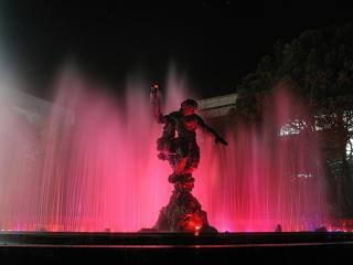 обои Поющий цветной фонтан фото
