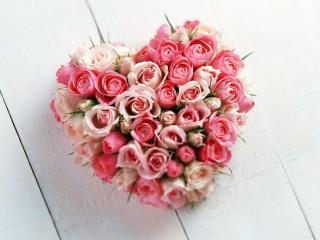 обои Сердечко из букета роз фото
