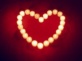 обои Сердечко из свечей фото
