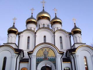 обои Церковь с золотыми куполами фото