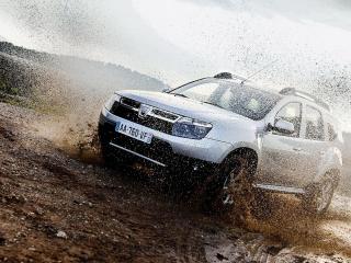 обои Dacia Duster в грязи фото