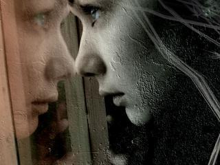 обои Отражение в стекле фото