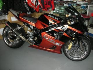 обои Suzuki-hayabusa-gsx красный с черным фото