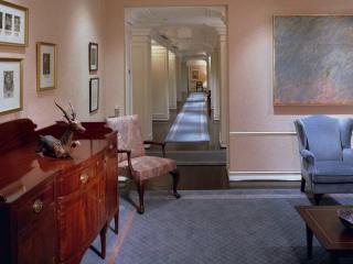 обои Комната и длиный коридор в отеле фото