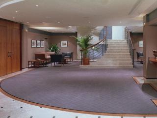 обои Лестница с верхнего этажа отеля фото
