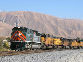обои Union Pacific Heritage Locomotive 1983  Western Pacific  Passes Through Cabazon,   California фото