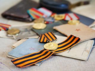 обои Военные награды и удостоверения фото
