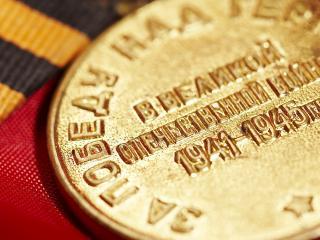 обои Золотая медаль героя фото