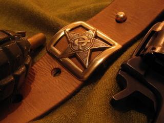 обои Советский ремень,   граната и пистолет фото