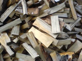 обои Переколотые дрова фото