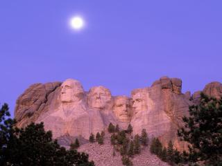 обои Moon Over Mount Rushmore,   South Dakota фото
