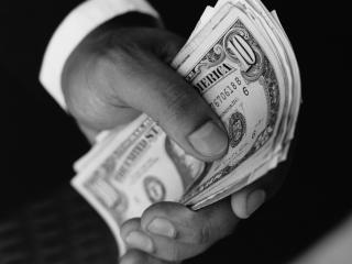 обои Деньги в руке фото