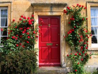 обои Дверь в красной композиции фото