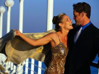 обои Влюблённая пара в вечерних костюмах фото