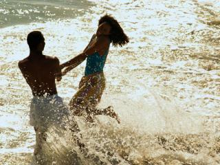 обои Пара танцует в воде фото