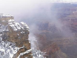 обои Вид со снежной вершины горы фото