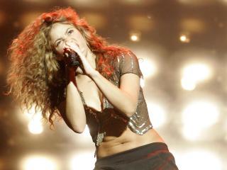 обои Шакира любит петь фото