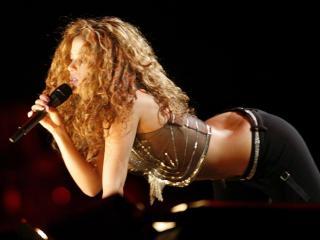 обои Шакира на сцене фото