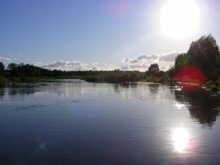 обои Приток Волги-река Корожечна,   солнце фото