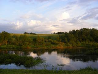 обои Река Корожечна,   вечер в деревне фото