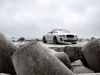 обои Бентли белый кабриолет на побережье фото