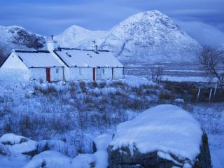 обои Black Rock Cottage in Winter,   Glencoe,   Scotland фото