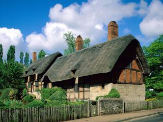 обои Уютный домик с трубами из красного кирпича фото