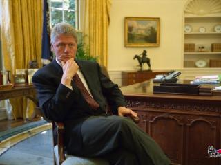 обои для рабочего стола: Билл Клинтон в своем кабинете