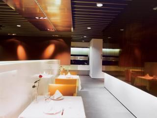 обои Столики в ресторане аэропорта Люфтганза фото