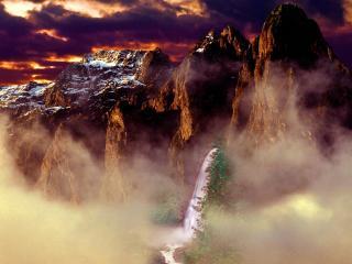 обои Mystical Mountain into Fog фото