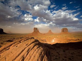 обои A Building Sandstorm Behind the Two Mittens,   Monument Valley,   Utah фото
