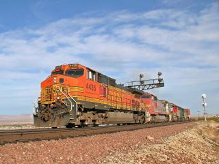 обои A Westbound BNSF Train,   Needles,   CA фото