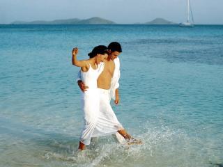 обои Влюбленные гуляют фото