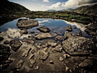 обои Камни в озере фото