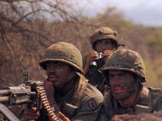 обои Солдаты на задании фото