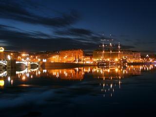 обои Вид на ночной город  с моря фото