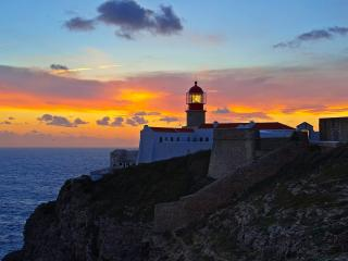обои для рабочего стола: Lighthouse at Sunset,   Cabo de Sгo Vicente,   Portugal