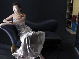 обои Азиатка на черном фоне фото