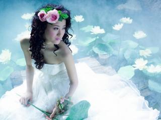 обои Азиатка с цветами на голове фото