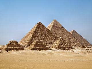 обои Пирамиды в пустыне фото