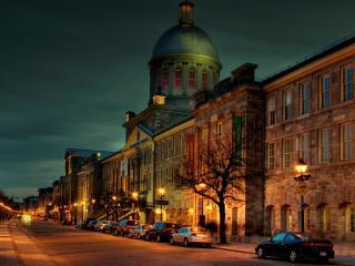 обои Узкая городская вечерняя улочка фото