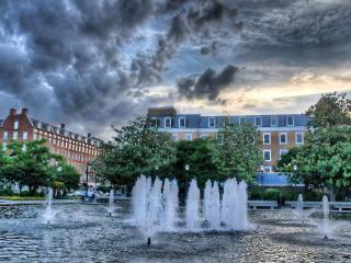 обои Городской пруд с фонтанами фото